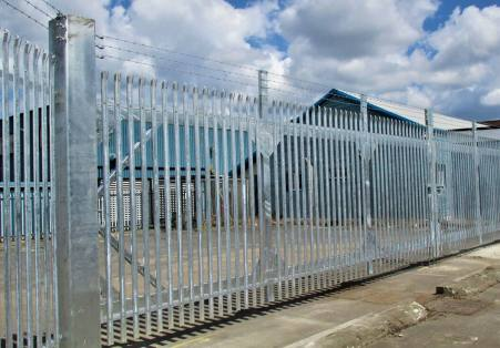 Commercial fencing specialists in bedfordshire